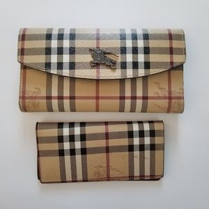 Rare Gorgeouse Burberry wallet with insert